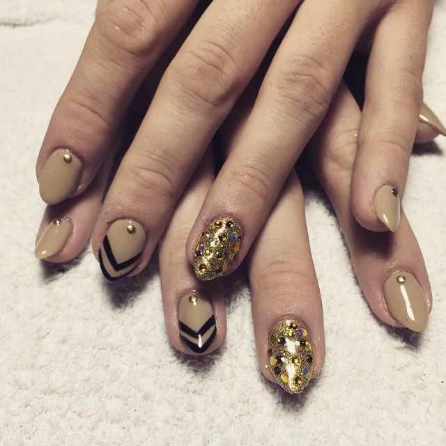 Nye Nail Design For Shellac Manicure With Striping Tape And Gold
