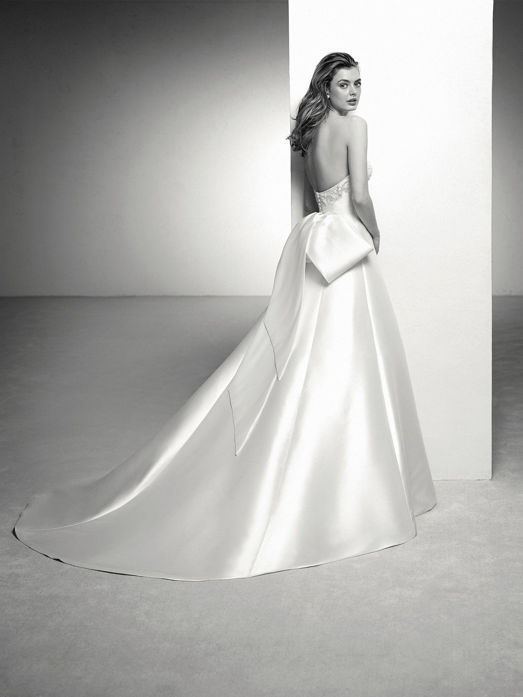 Wedding dresses bow back - Pronovias 2018 Collection | Wedding dress ...