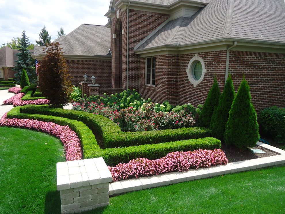 Lovely Landscape Designs For Front Of House Ideas In Landscape Traditional Design Ideas With