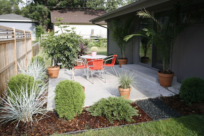 Jason Weinbeck S Mid Century Frugal Fix Up Modern Backyard Landscaping Ranch Style Homes Modern Landscaping