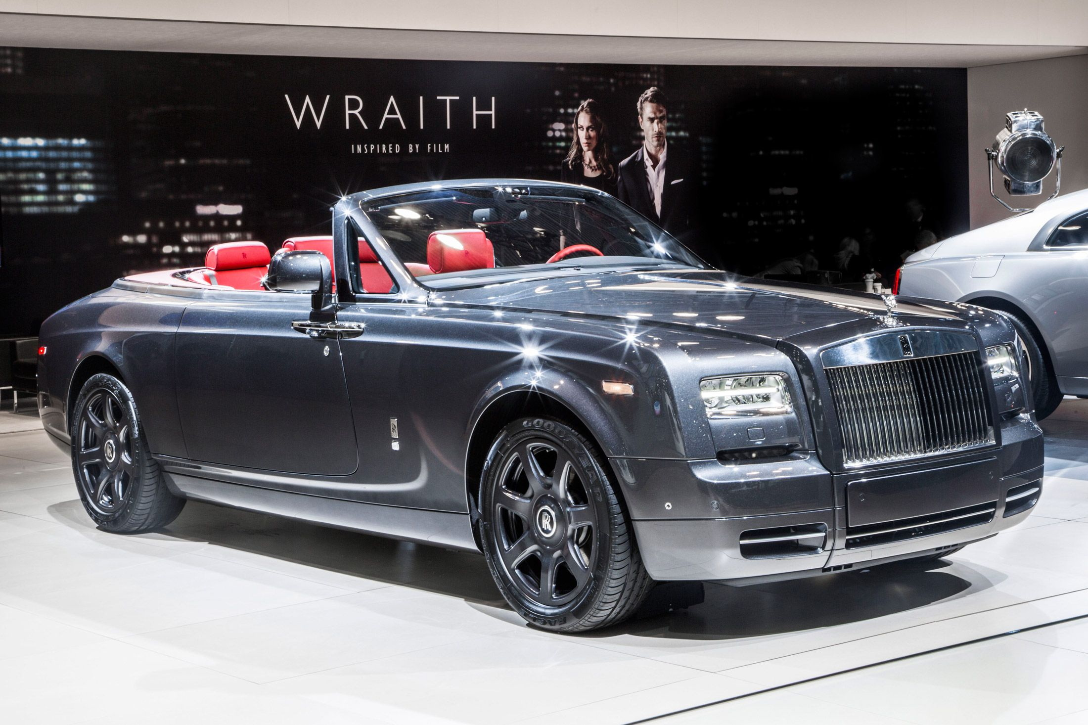 Hands On 560k Rolls Royce Phantom Drophead Coupe New York Auto Show 2017 Bloomberg Business