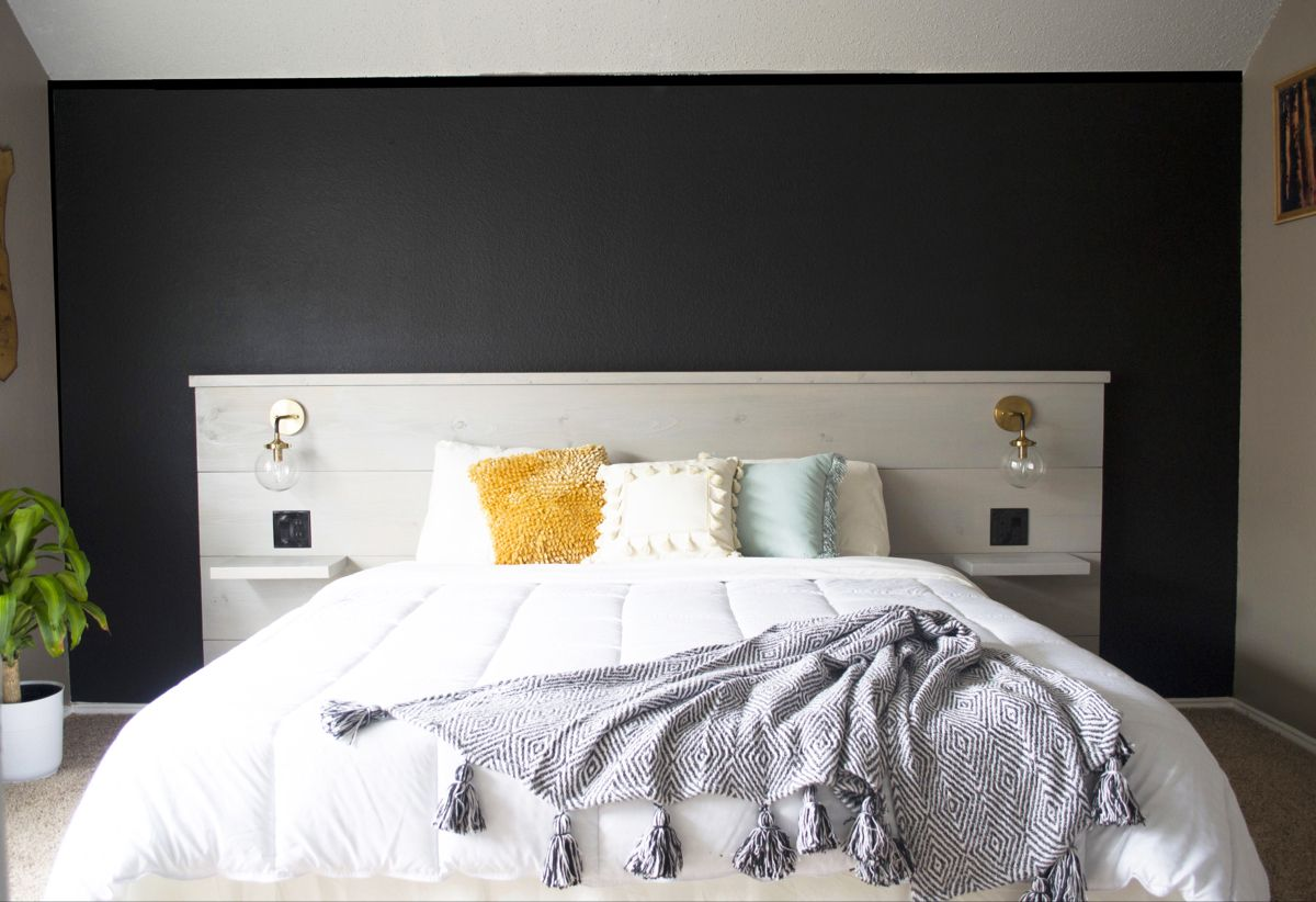 Custome made hearboard. Beautiful design for a guest room. Black is a positive color! #homedesign #roomdecoration #blackroom #roomdecorideas