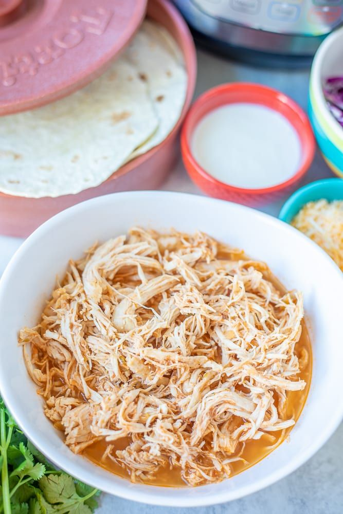 Shredded Chicken Taco Meat in White Bowl #shreddedchickentacos