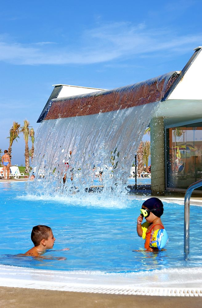 Zona piscinas exteriores hotel ath las salinas park for Piscinas exteriores