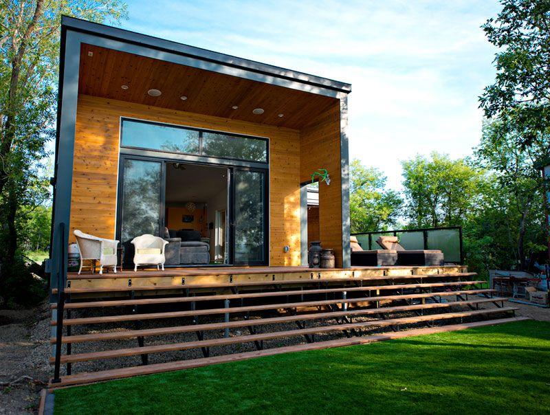 Una gran casa prefabricada de unos pocos metros cuadrados Casas