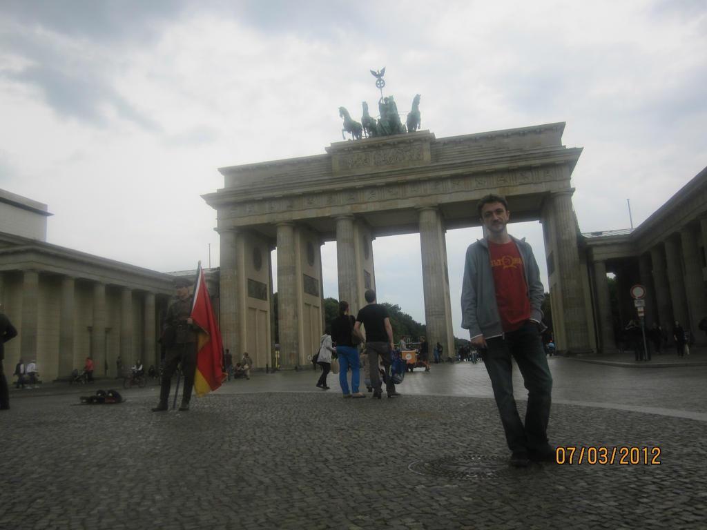 Nihat Ultras Brandenburger Tor Berlin Street Wear Style Garment