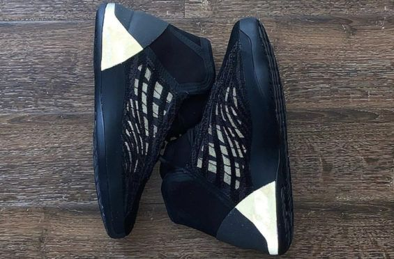 First Look At The Adidas Yeezy Basketball Quantum Barium In 2020 Adidas Yeezy Adidas Store Yeezy