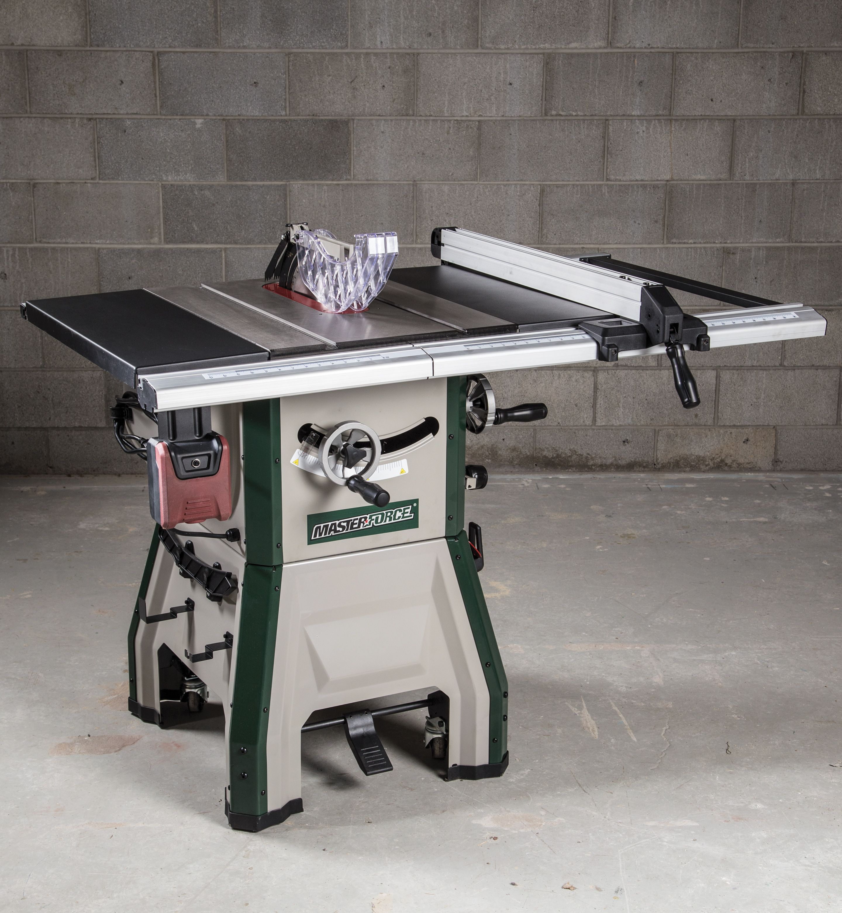Table Saws Are The Core Of Any Woodworking Shop And The Masterforce 10 Contractor Table Saw With Mobile Bas Contractor Table Saw Table Saw Table Accessories