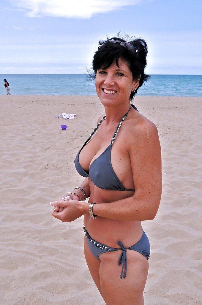 ältere Frauen Strandbilder