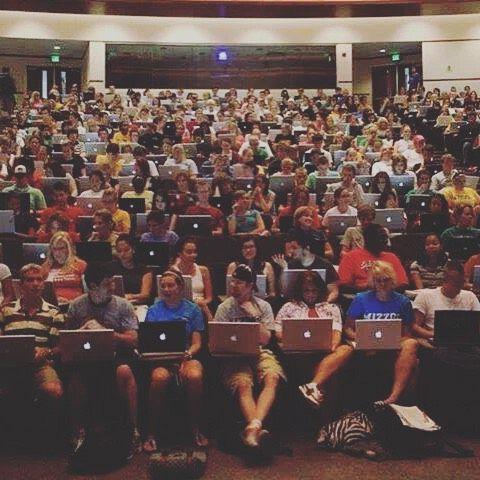 Que des #mac #book #macbook #Apple #étude #amphi #like4like #follow4follow #follow #hashtag #instahashtag #planète #geeks #planetegeeks #photodujour #photooftheday #technologie #tech #instagood #instalike #pc