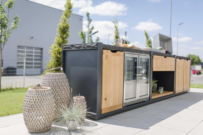 Outdoorküche Mit Kühlschrank Vergleich : Tolle outdoorküche mit einem beefeater und einer plancha inclusive