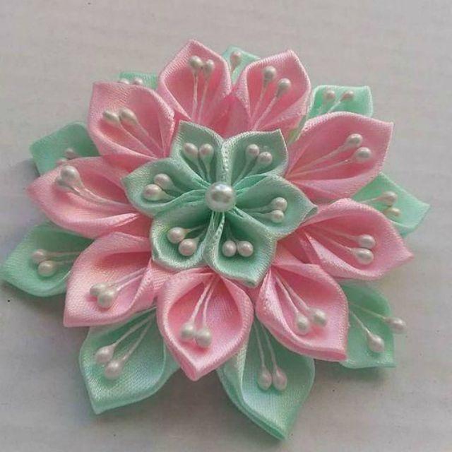 Aprenda como Fazer 3 Lindos Modelos de Flor de Cetim   Revista Artesanato