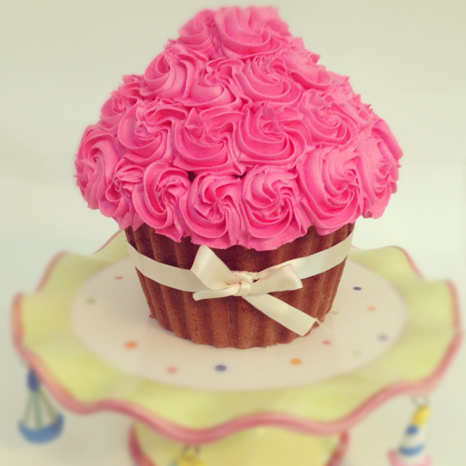 Cupcake Gigante Wedding Cakes And Cupcakes Cupcake Cakes