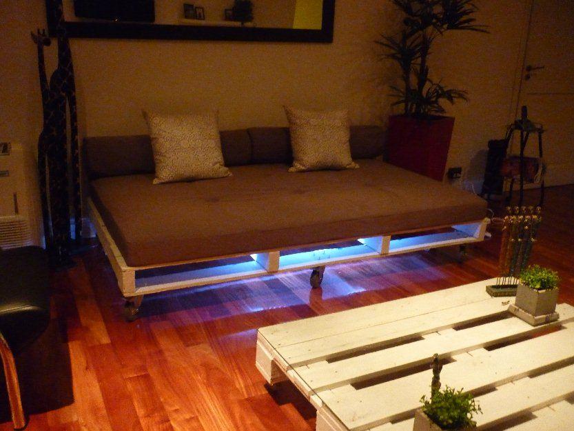 cama constru da a base de palets muero con el efecto de
