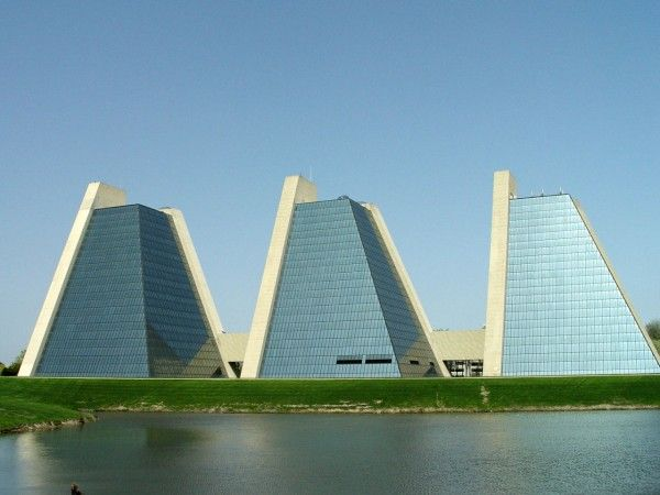 The Pyramids By Kevin Roche 90 Indianapolis Indiana U S