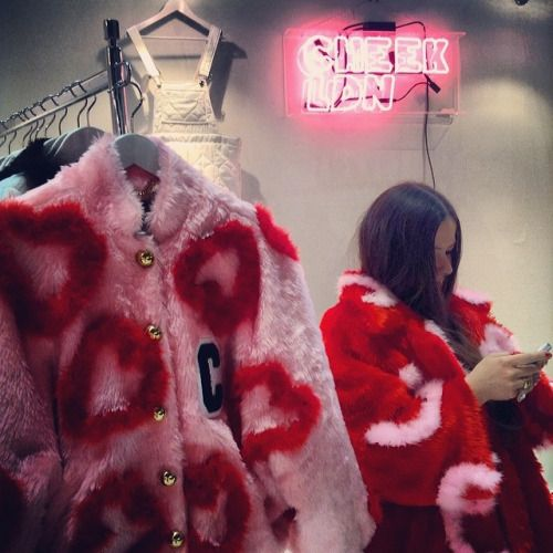 anserme:  I LOVE THEM ALL!!  #cheekldn #londonfashion #heart #rooms #fashion in Tokyo #neon sign (国立代々木競技場 第一体育館)