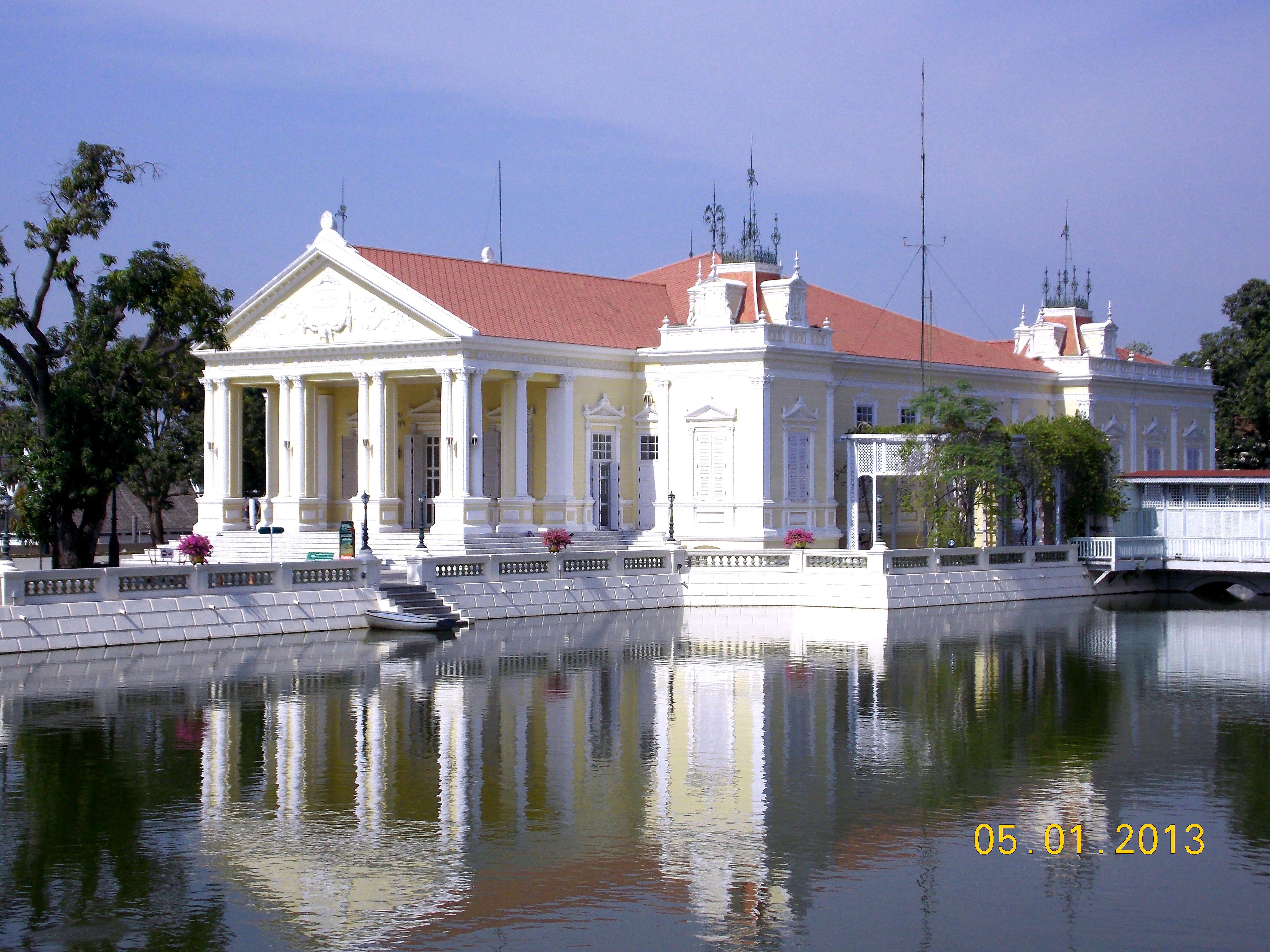ปักพินในบอร์ด Siam colonial house
