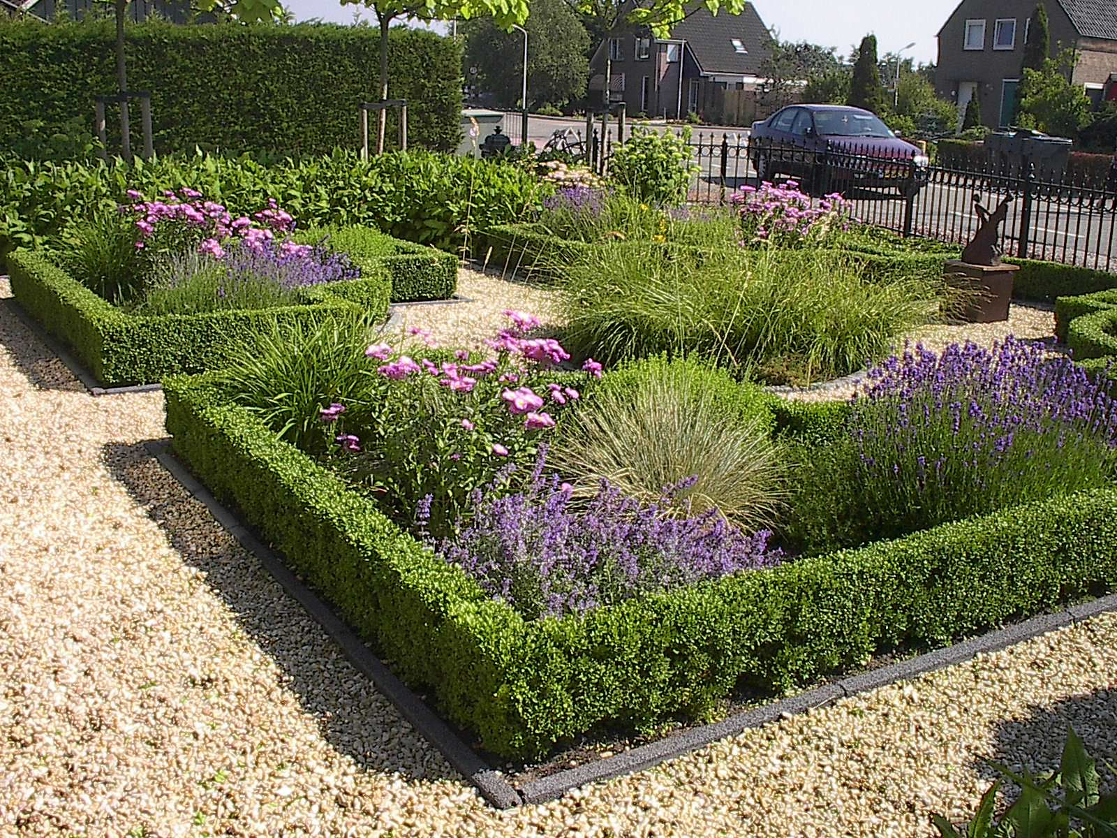 Voortuin beplanten tuin borders tuin bloembakken tuin for Mooie voortuinen foto s