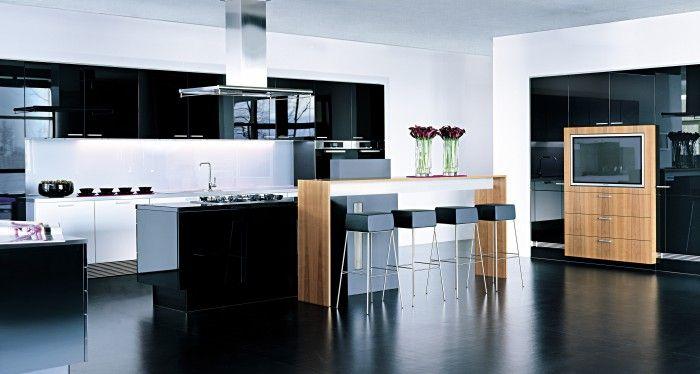 Keuken Moderne Zwart : Moderne keuken in hoogglans zwart doordat de keuken is uitgevoerd