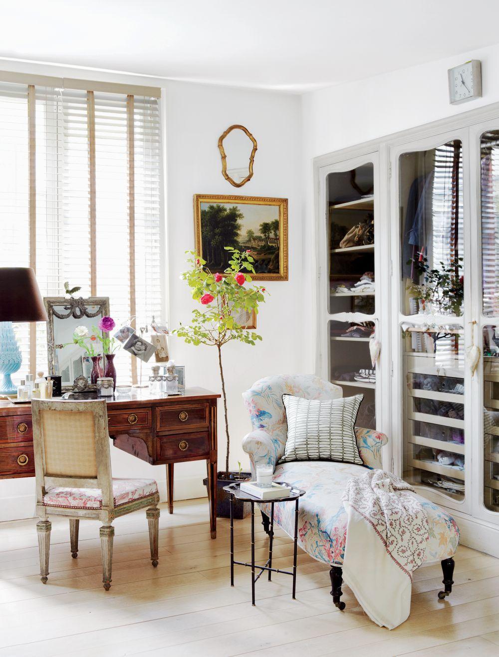 Traditional Dressing Room/Closet by El Estudio de Isabel López ...