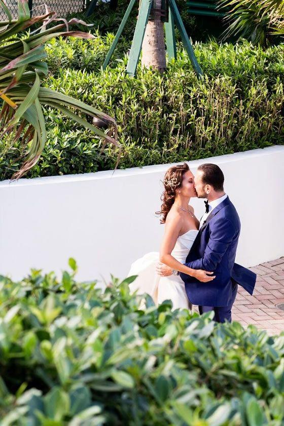 Find Florida Wedding Venues Here Comes The Guide Miami Beach Wedding Ocean View Wedding Florida Wedding Ceremony