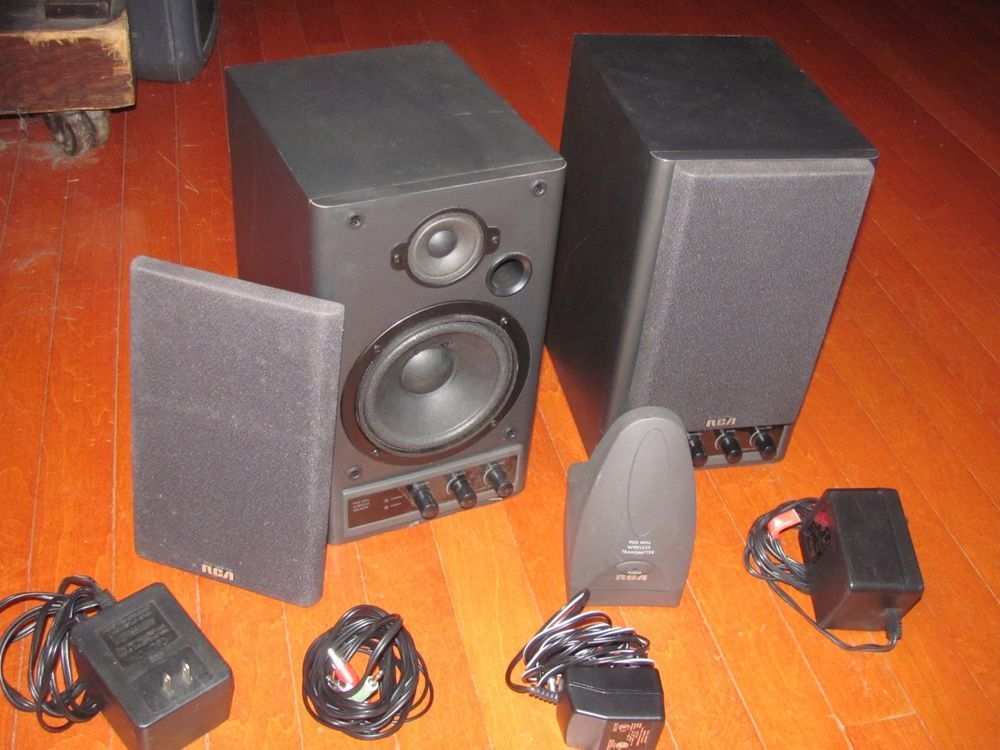 Pair Of RCA WSP200B Wireless 900 Mhz Speakers 8w 4om With Transmitter Plugs