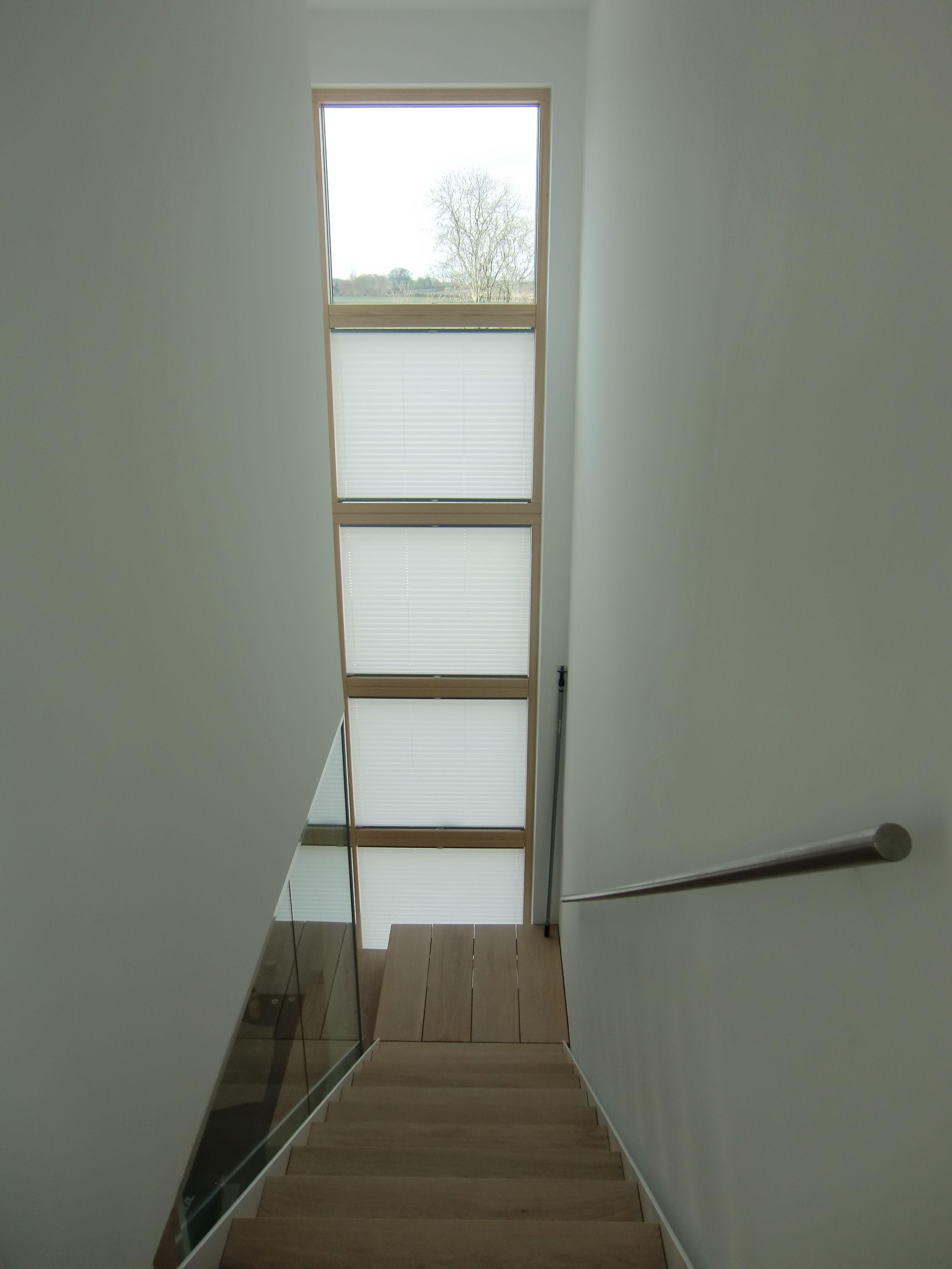 sonnenschutz montage im treppenhaus plissees von germania kg schlicht wei sichtschutz. Black Bedroom Furniture Sets. Home Design Ideas