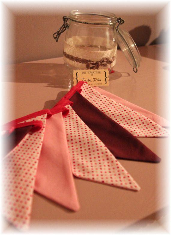 Guirlande de fanion tissu décoration chambre fille rose prune