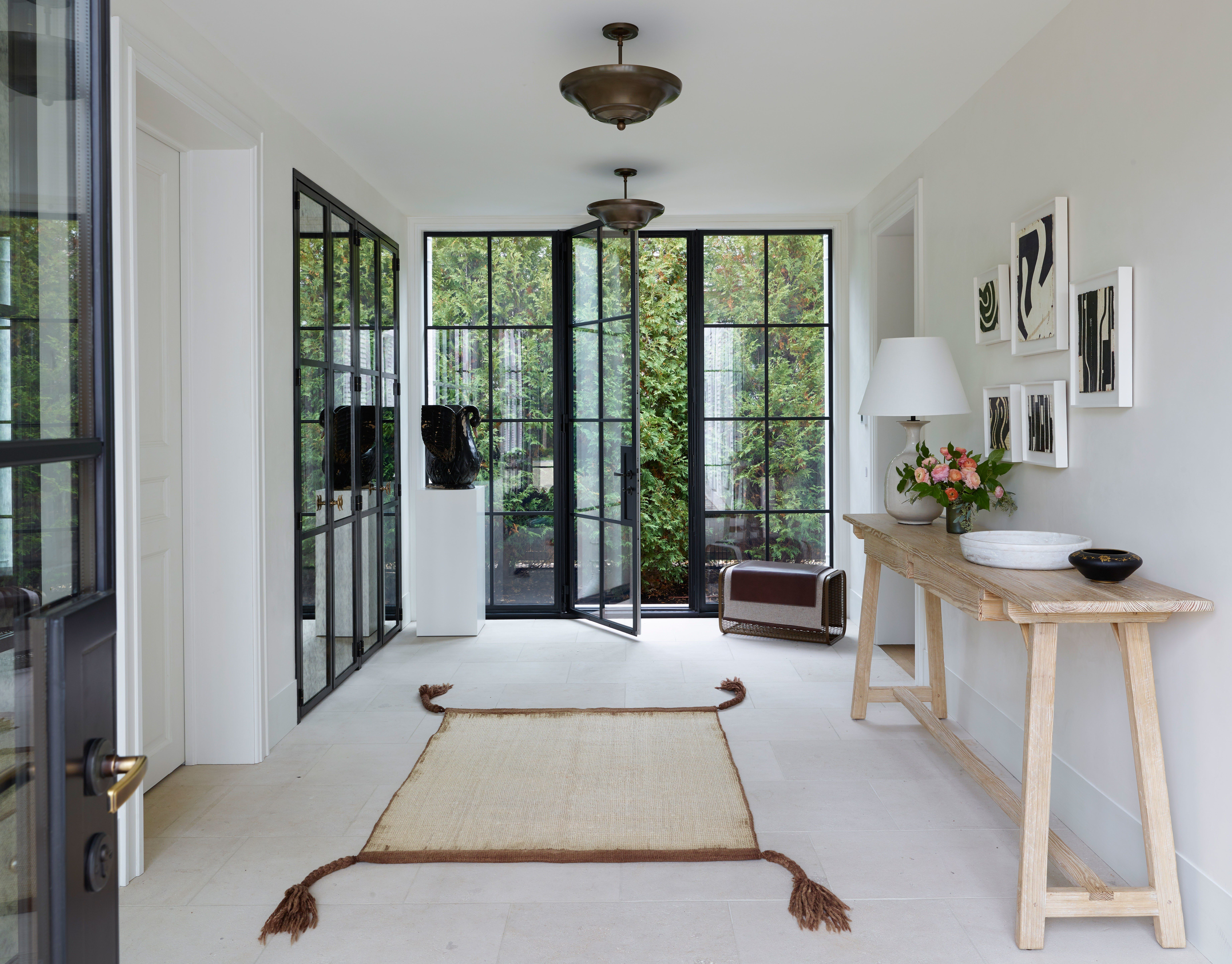 The Chicago Lake House That Breaks The Mold In 2020 With Images Home Chicago Interior Design