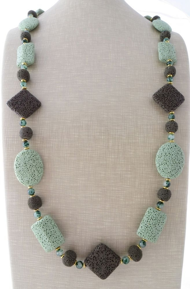aspetto dettagliato 89eea 840f0 Collana lunga con giada verde e pietra lavica, gioielli ...