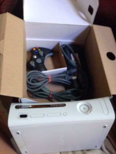 Microsoft Xbox 360 60 GB White Console & Controller With Bundle Box https://t.co/wH9pPDYH62 https://t.co/S4vmMe666o