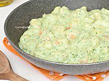 Gnocchi con crema di zucchine e salmone - Primo veloce e cremoso