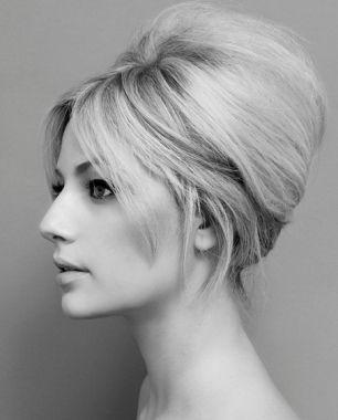 bouffant en 2019 | Cheveux bardot, Coiffure année 60 et Cheveux des années 1960