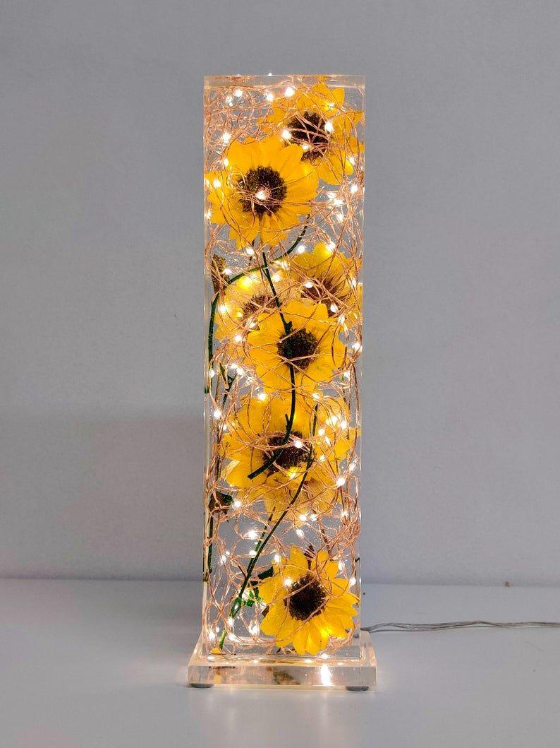Sunflower lamp - Real sunflowers - Resin lamp - ep
