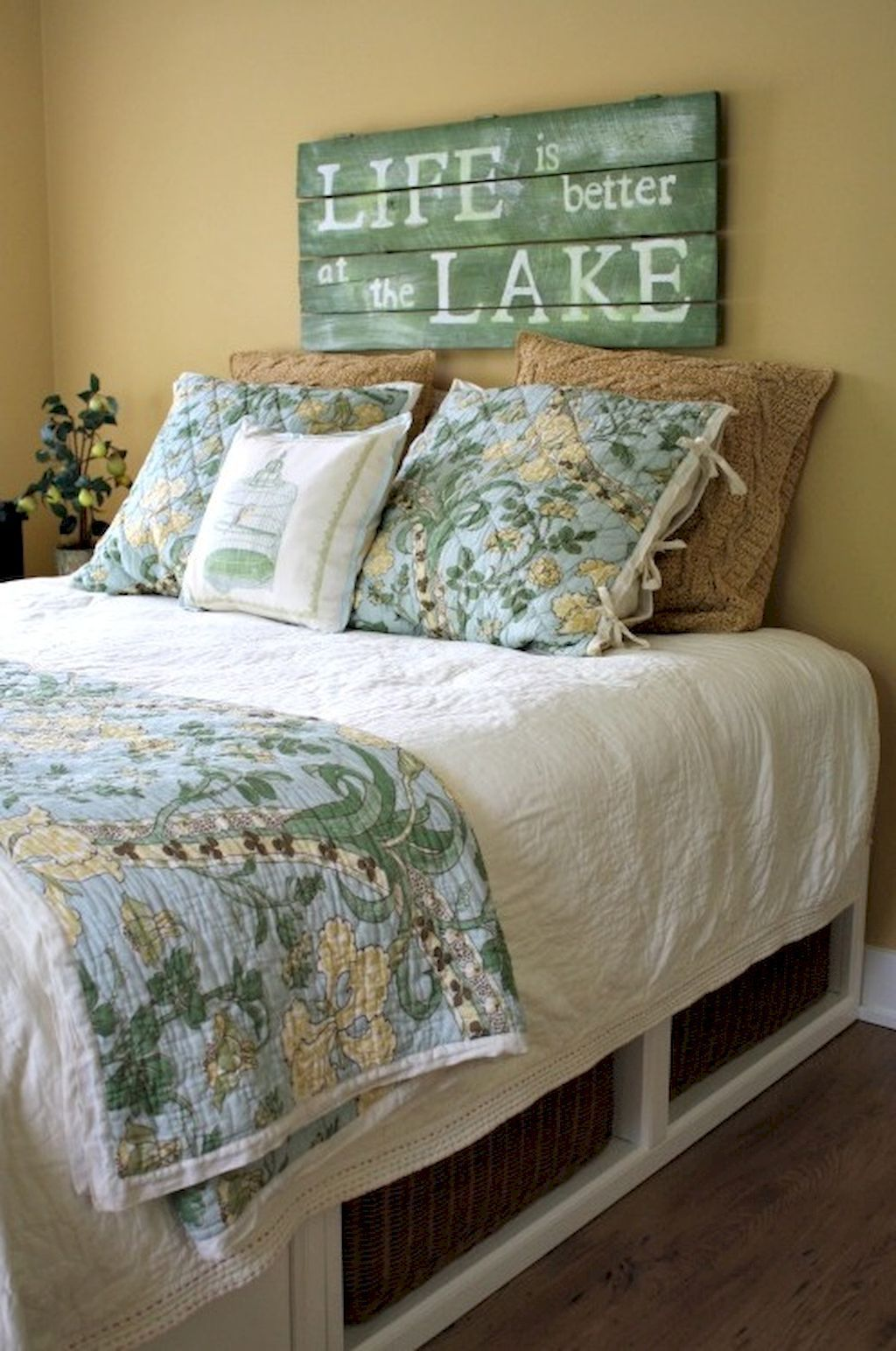 Awesome Lake House Decor Ideas 29 Guest Room Decor Lakehouse