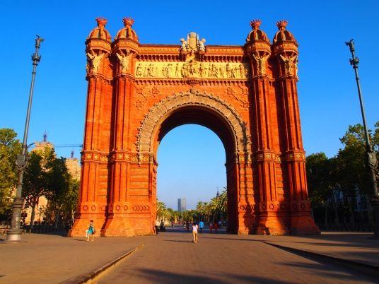 Igual que todas las ciudades del mundo barcelona tambi n - Hotel puerta del arco ...