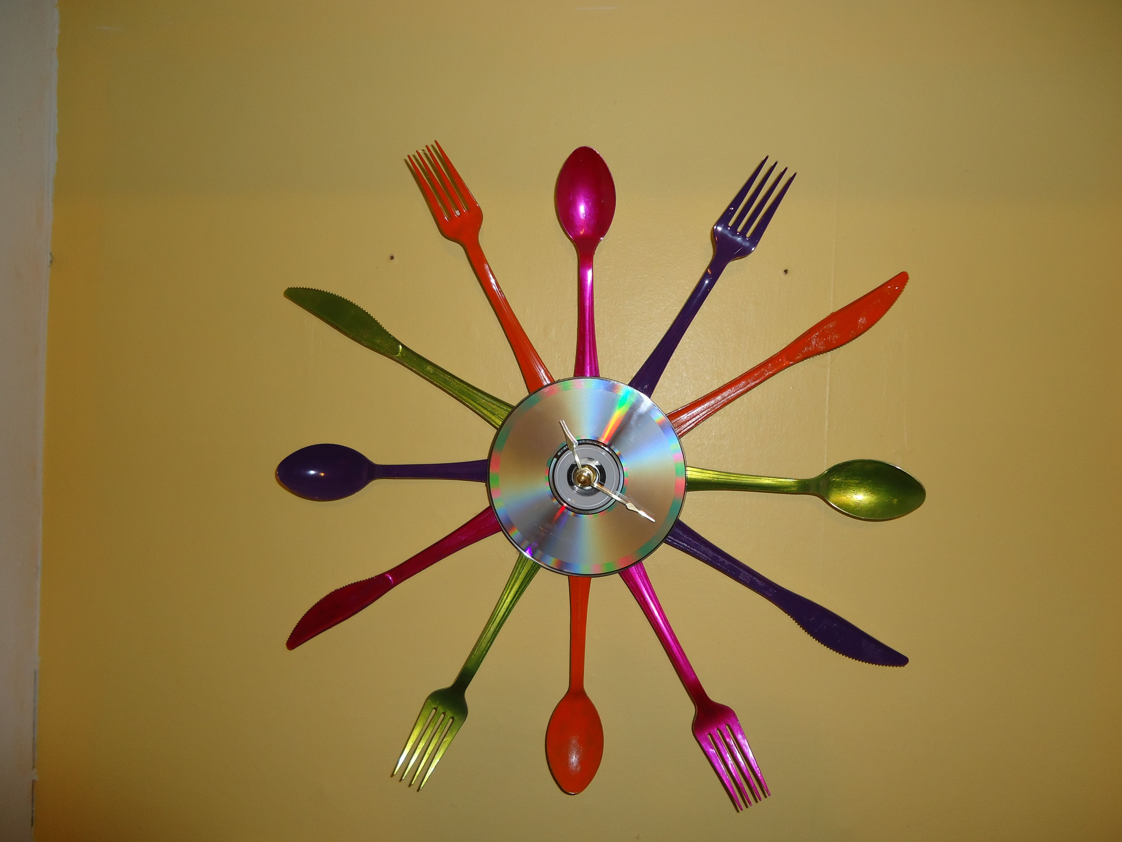 DIY utensil clock like they sold at Target over the summer! ......I ...
