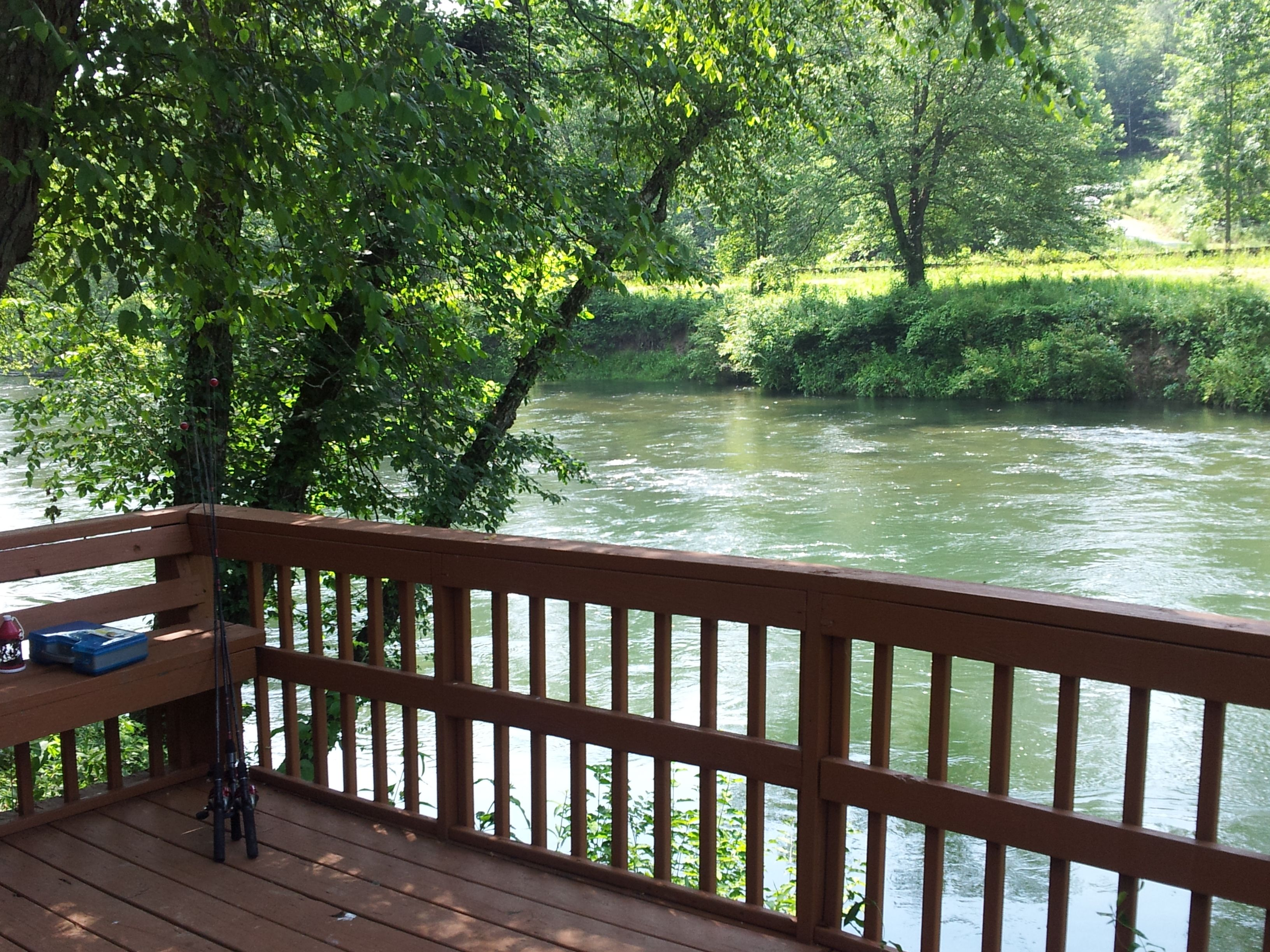Fish Trap Cabin Back Deck On The Toccoa River Blue Ridge Ga Rivercabinrental River Cabin Places To Go Vacation Home