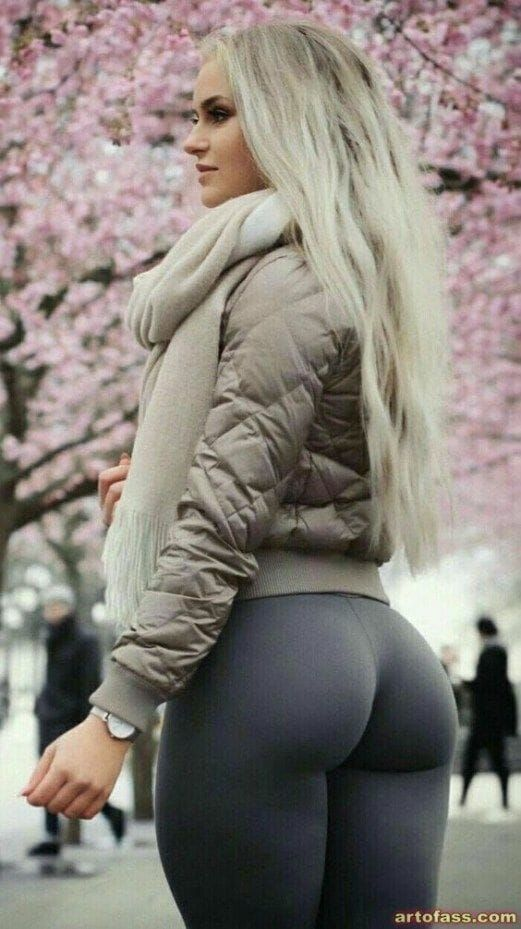 Hot Blonde With Tight Ass On Hot Hotgirlsonly Yoga Yogapants Yogaposes