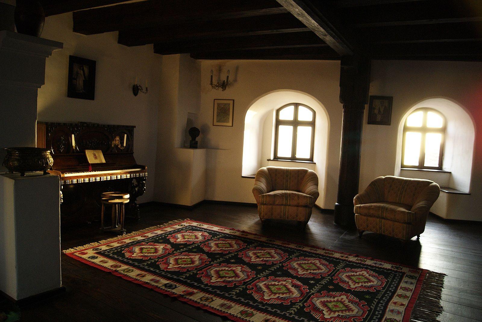 halloween holiday, brasov, romania, bran castle interior | my