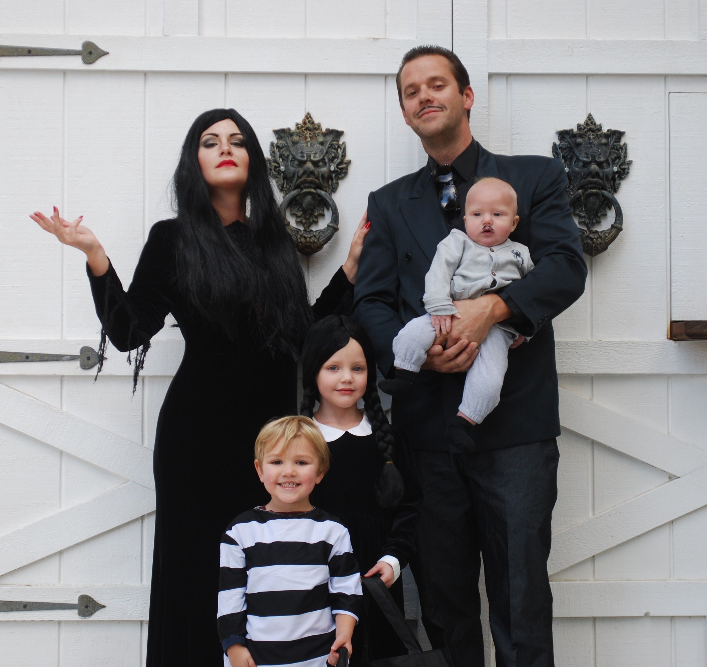 addams family costume Morticia, Gomez Addams, Wednesday ...