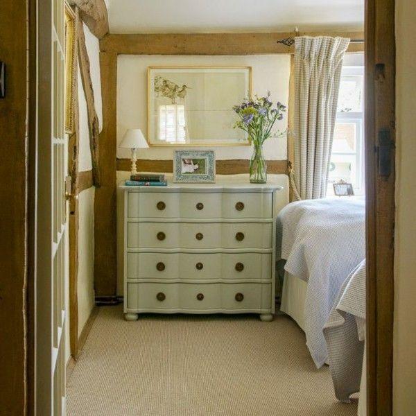 kleines Schlafzimmer einrichten Kommode genug Stauraum - Blumen Foto