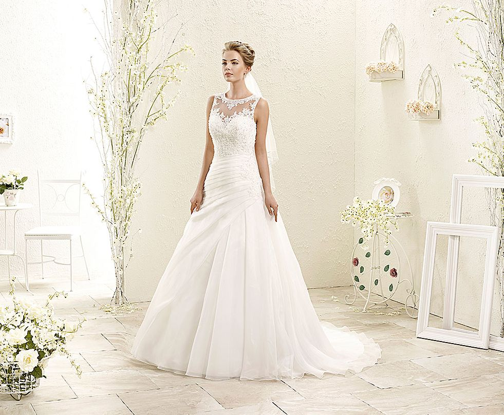 Bouquet style ak fabric organza with corded lace and scattered