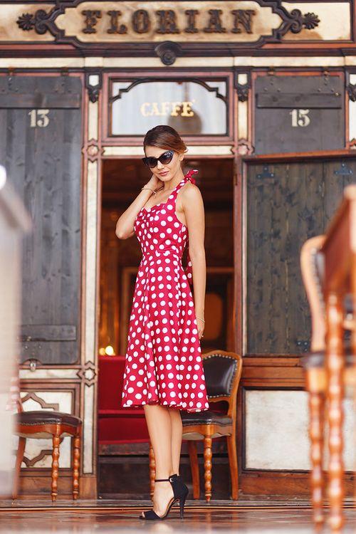 Imagen de fashion blogger, piazza san marco, and retro dress