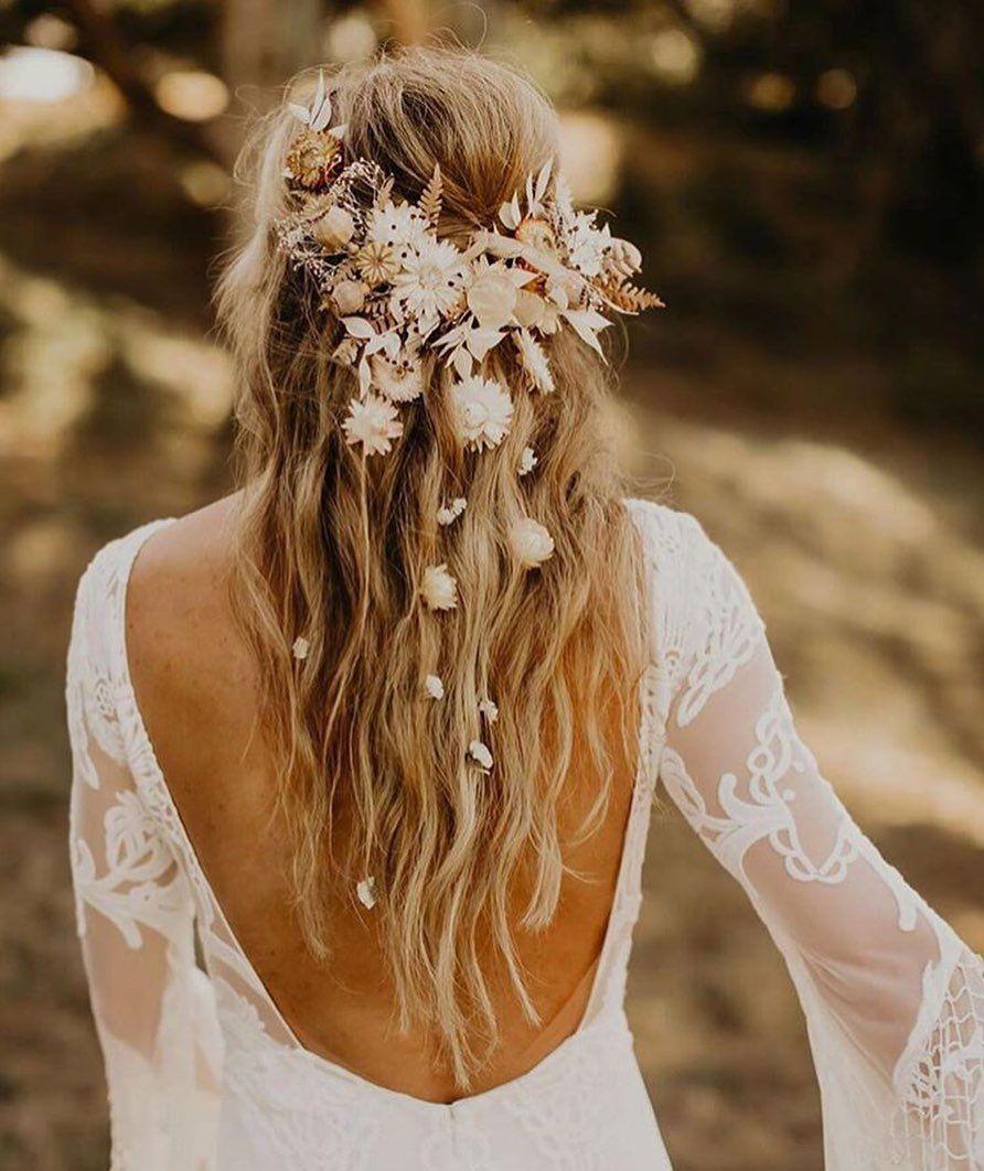 Blumenkranz für die Hochzeit: Das It-Piece für verspielte Bräute