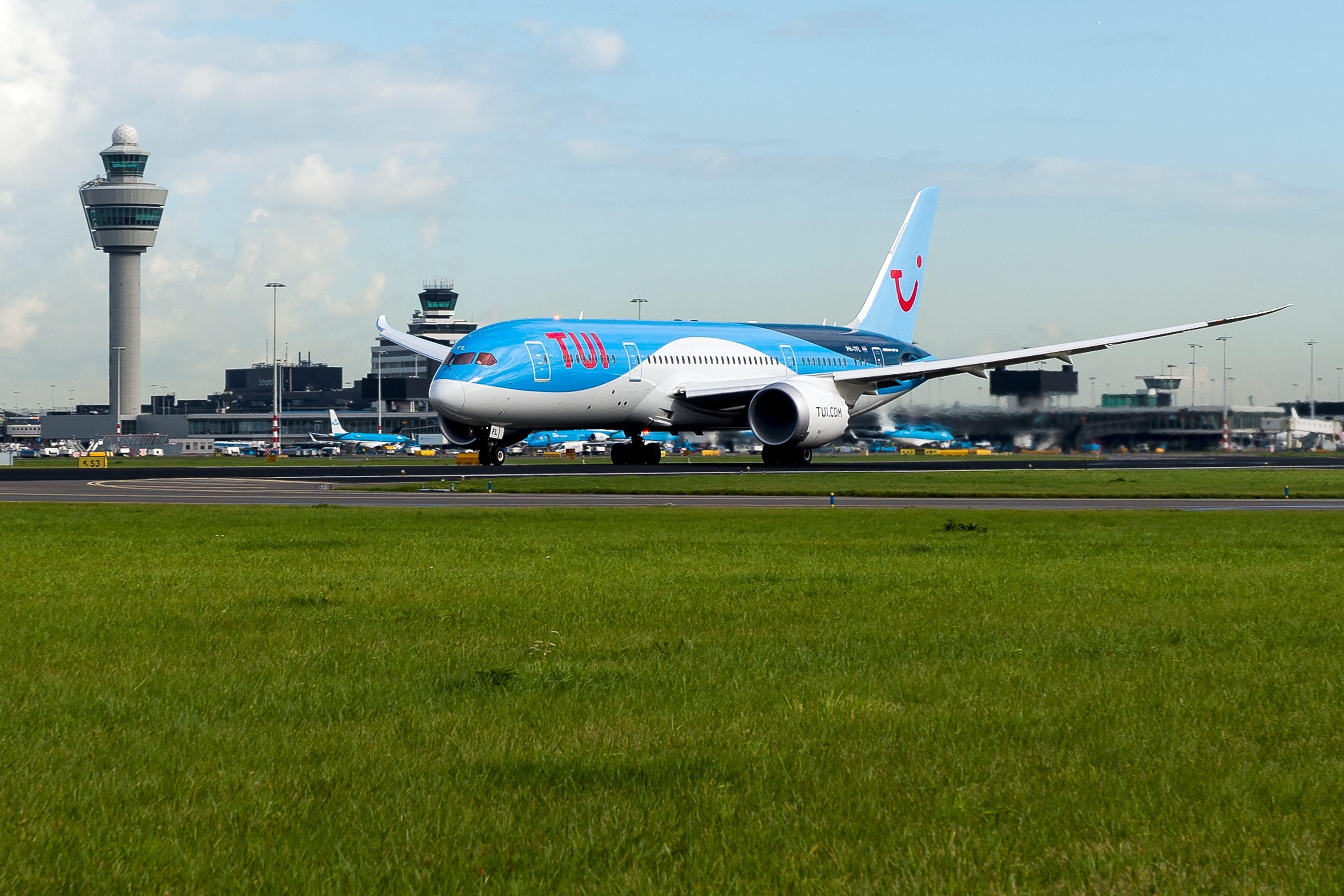 De Landing Van De Dreamliner Op Schiphol