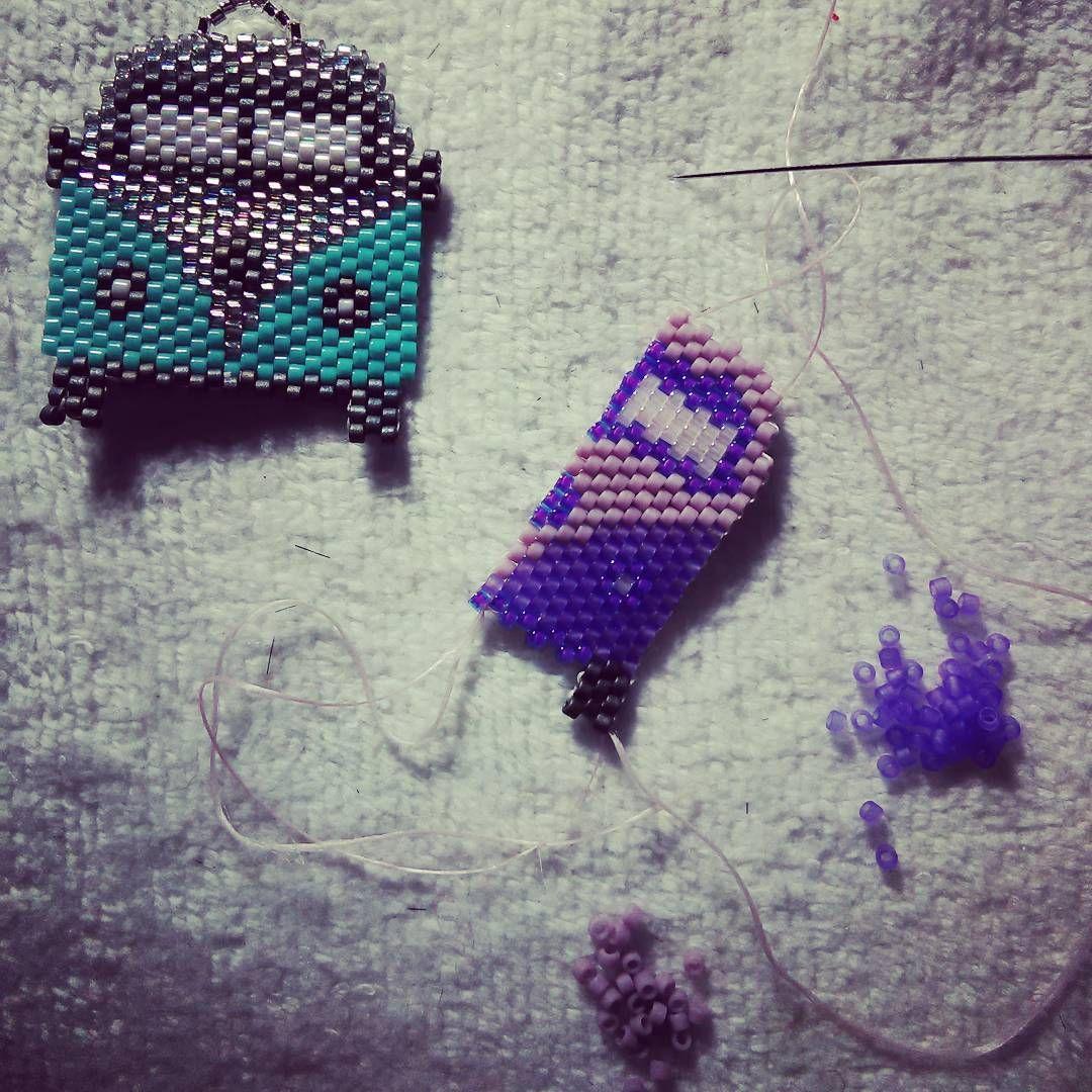 Estamos trabajando para Ud.! Haciendo una #kombi en tonos morado y lila, muy femenina, porque la original se queda en casa jeje✌ Así que la nueva la encontrarás en la Feria Vive tu Marca, 15-16 octubre, Espacio More, Villavicencio N• 323, barrio Lastarria, Santiago! . . #workingprogress #peyotestitch #miyukibeads #artesanias #joyasartesanales #valdivia #ferias #handcrafts #handmadejewelry #kombilovers