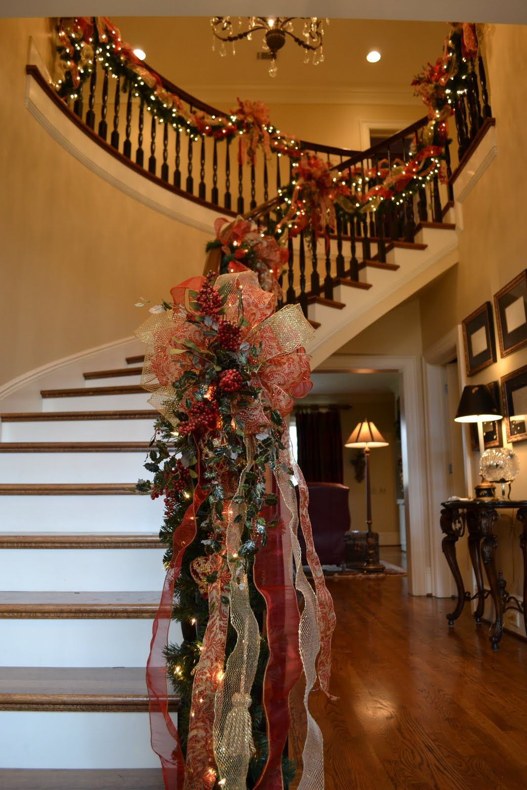 The Garland Just Makes This Beautiful Staircase Stand Out ...