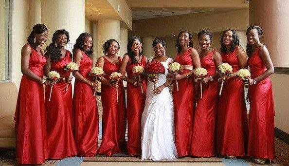 Sonar con vestido de novia color negro