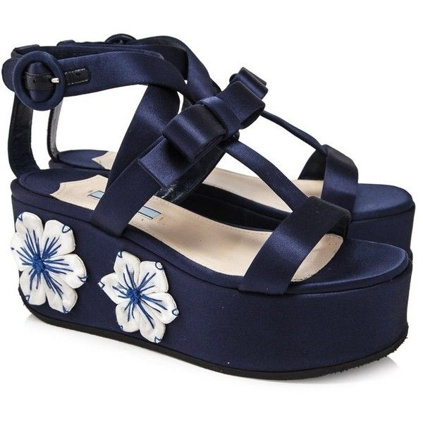 40f2e8353c42 Pre-owned Prada Bow Flatform Sandals ( 400) ❤ liked on Polyvore featuring  shoes